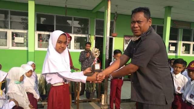 Penyerahan Hadiah Juara Juara 2 Lomba Tahfizh se-Kecamatan Tanjung Baru